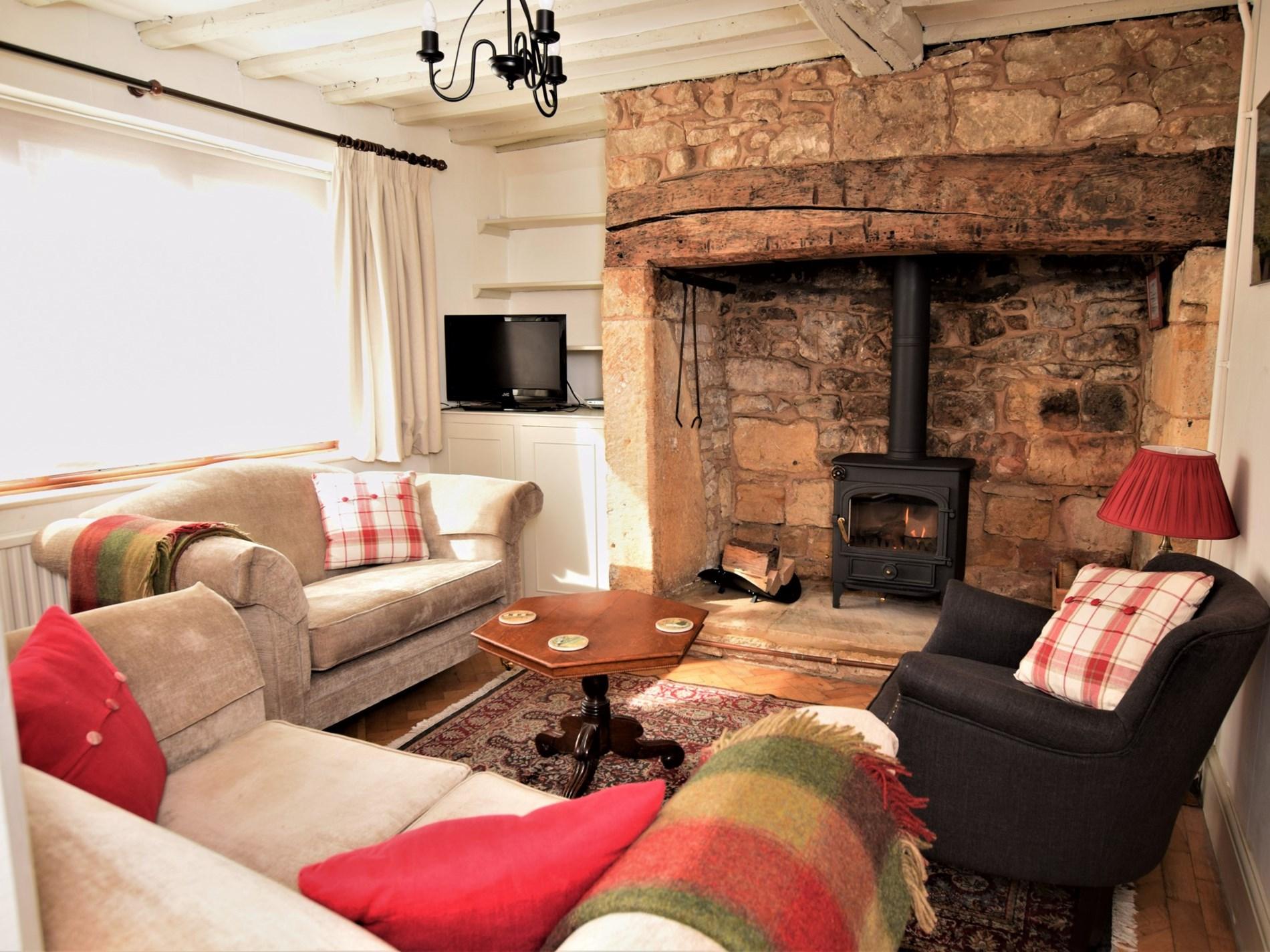 2 Bedroom Cottage in Cheltenham, Heart of England