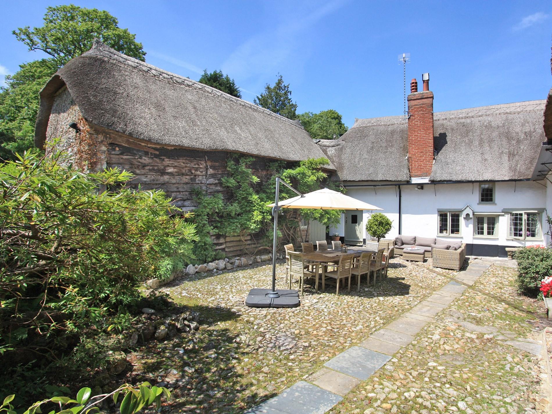 6 Bedroom Cottage in Colyton, Devon