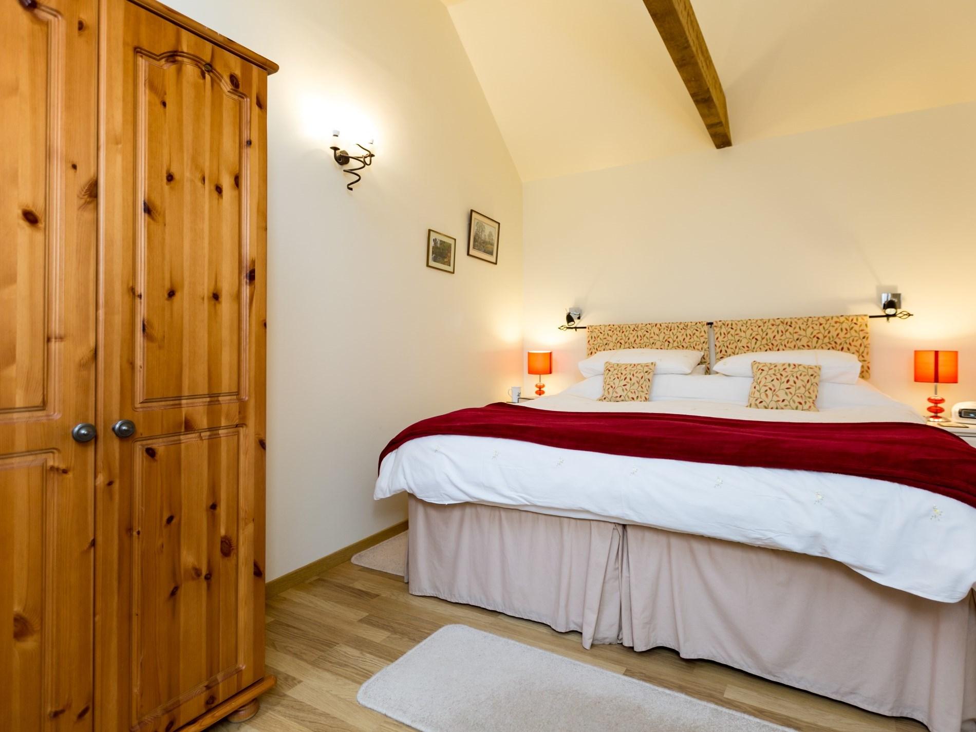 Bedroom with zip-and-link beds