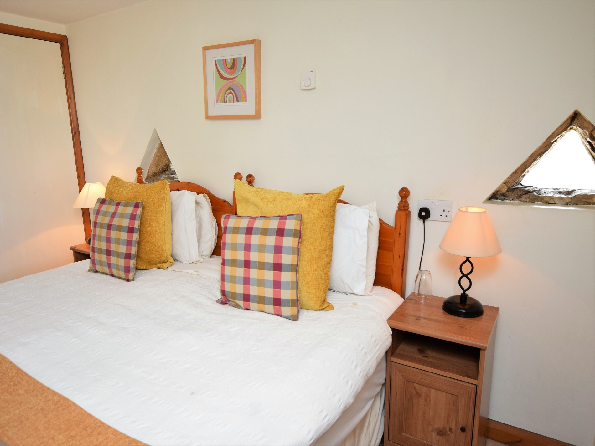 Large king or twin bedroom with en-suite