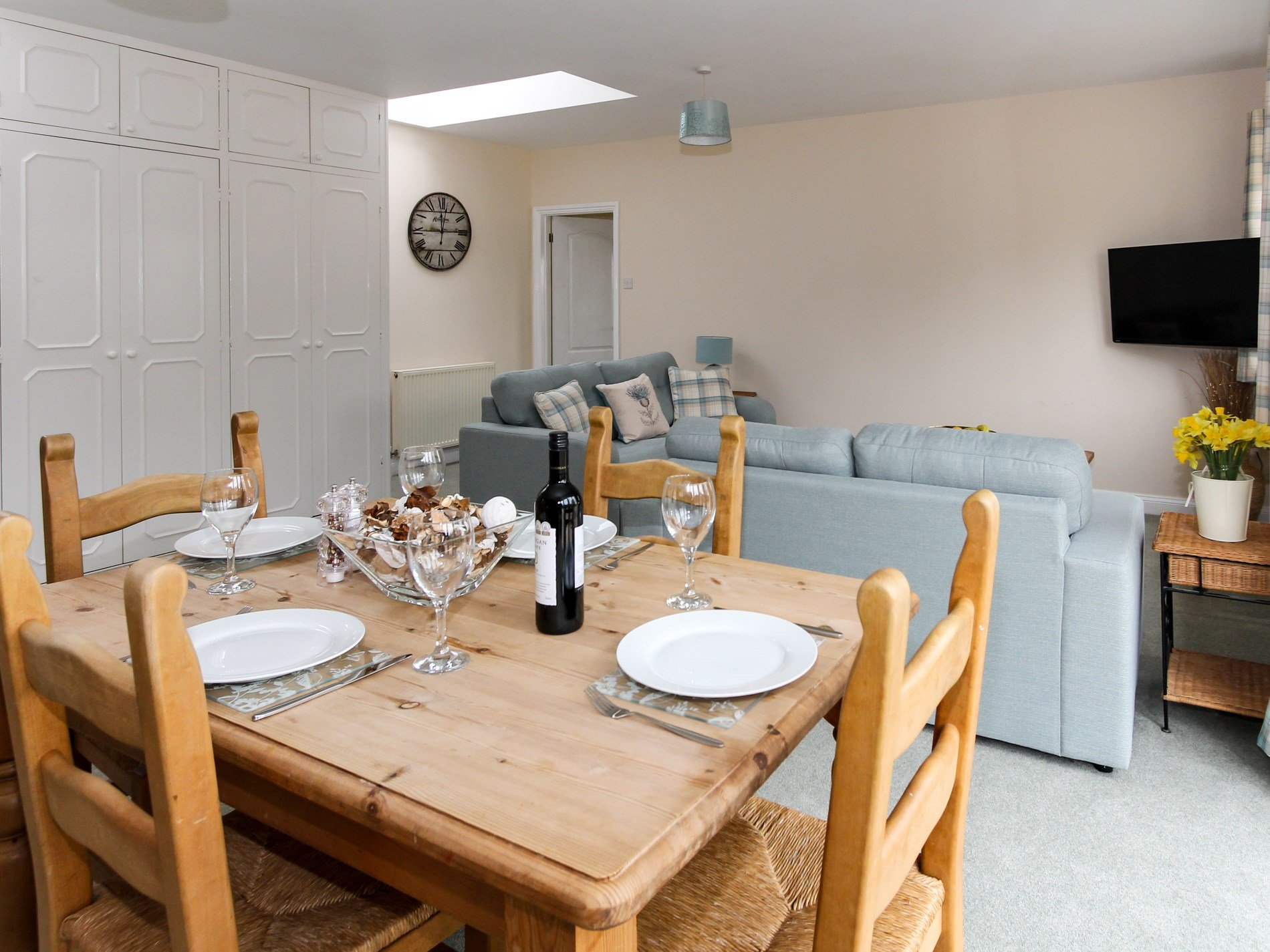 Dining area in Thames View