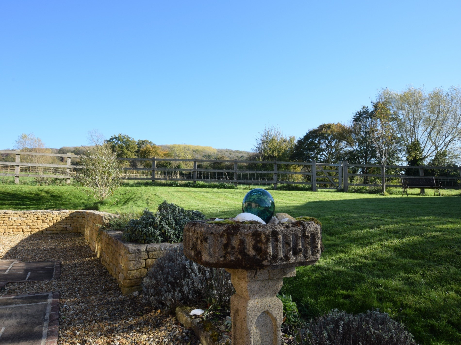 Large garden to enjoy