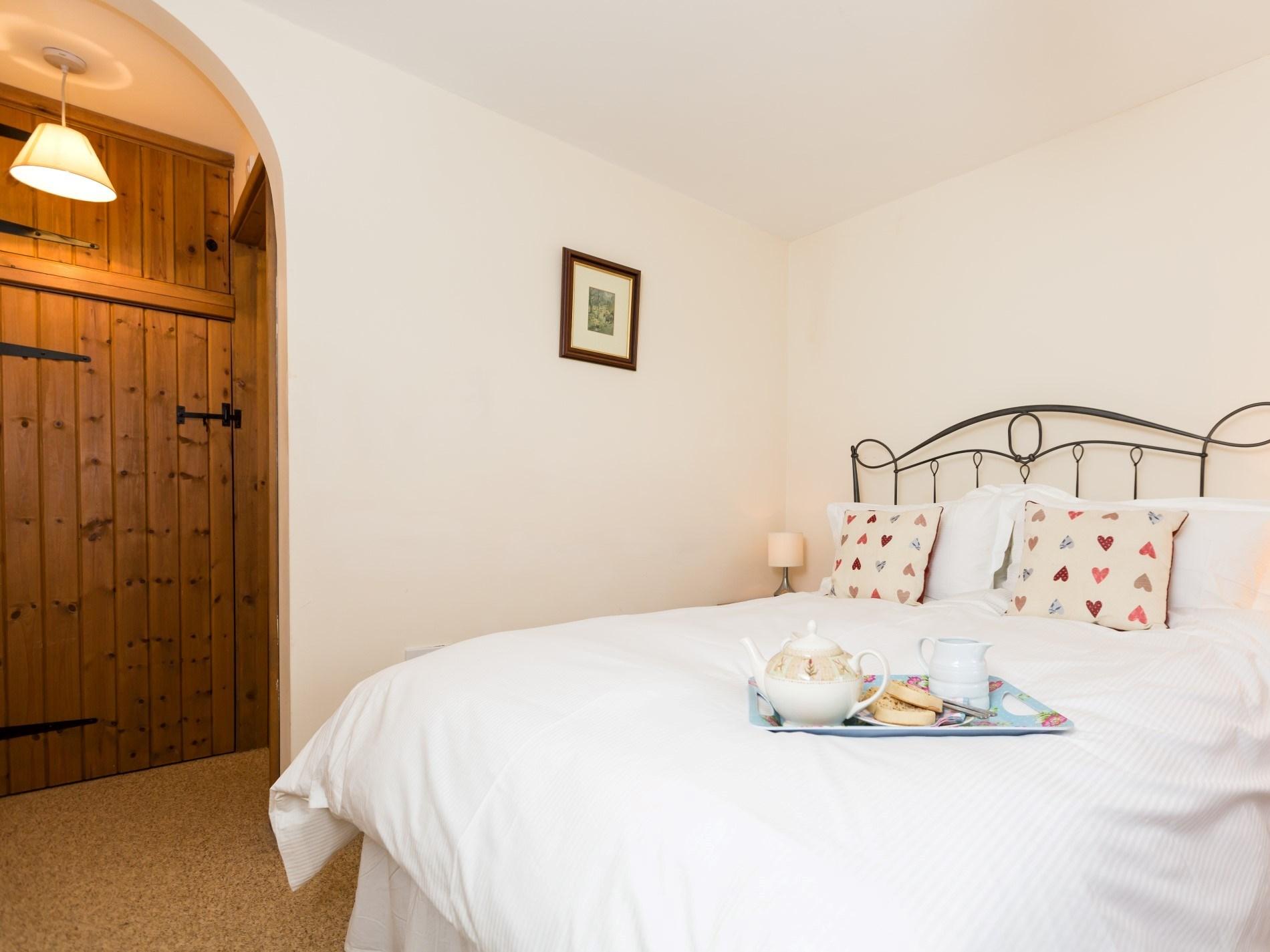 Cosy double bedroom on the ground floor with en suite facilities