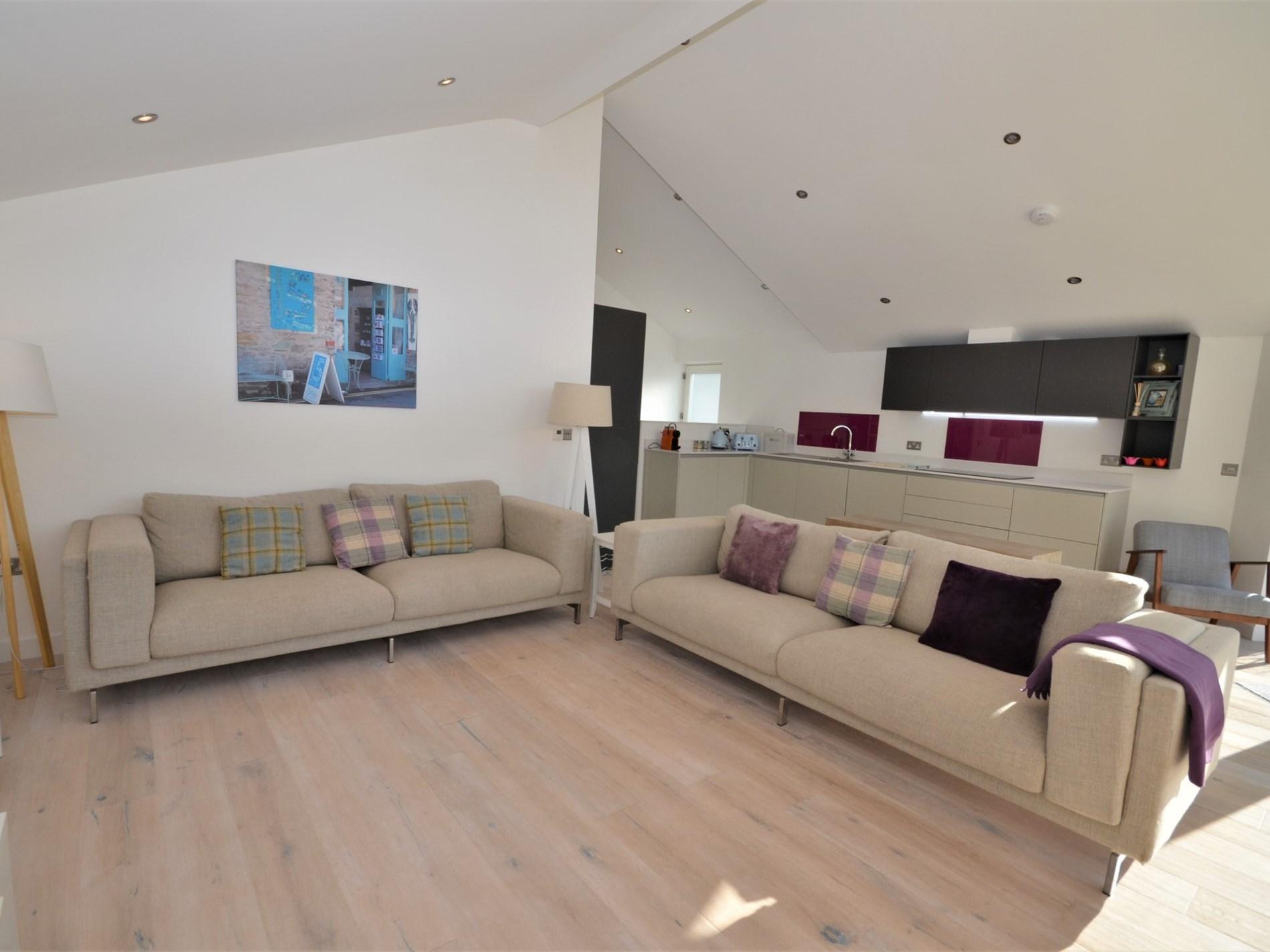 Open-plan lounge/kitchen