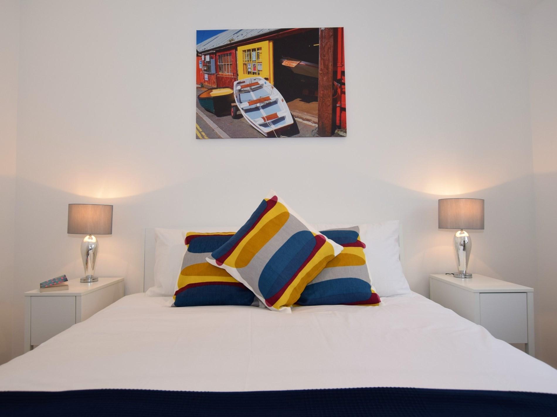 King-size bedroom with en-suite wet room