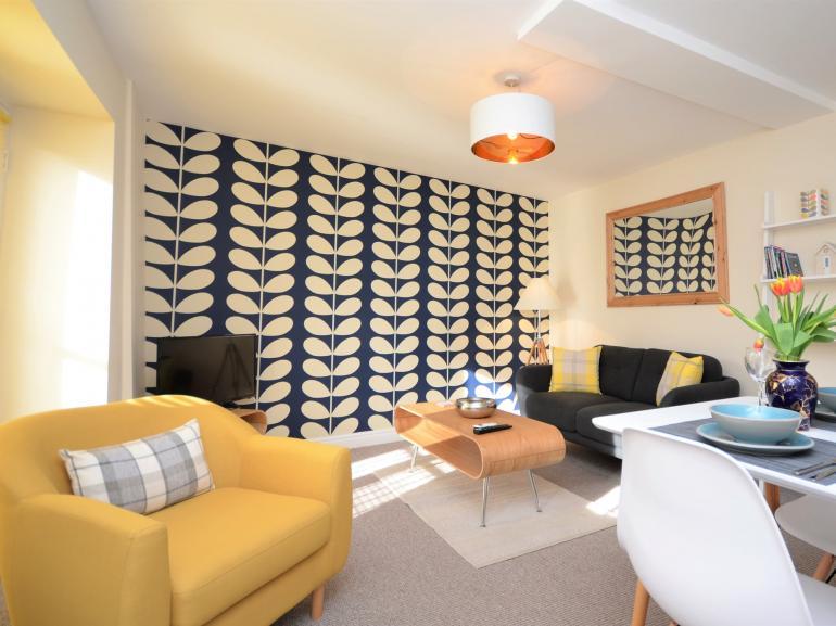 Open-plan lounge/diner