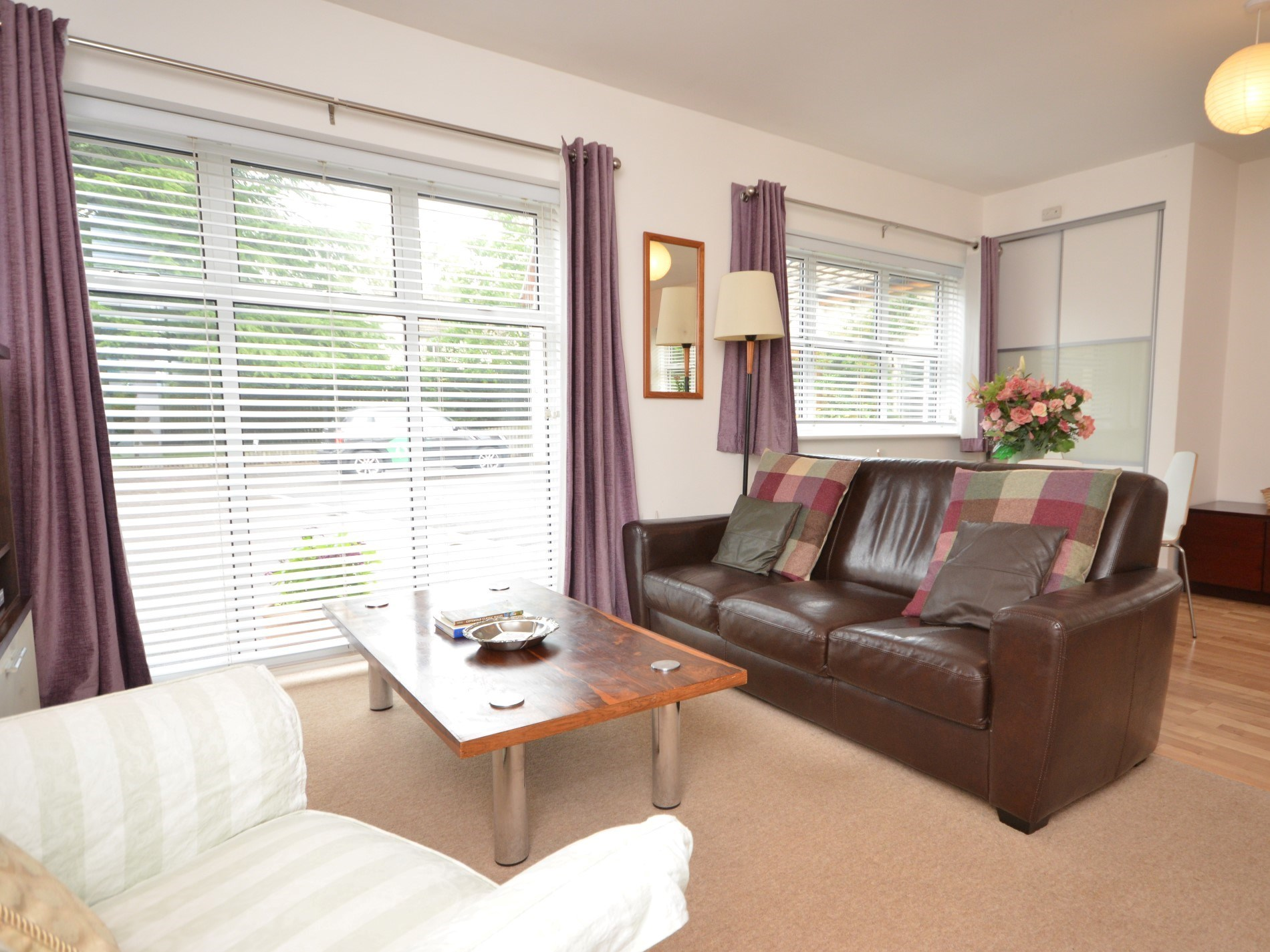 Relax and enjoy the simple but stylish decor of this detached annexe