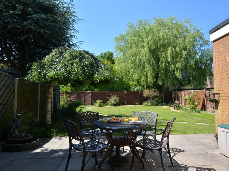 Making the most of the garden for outside dining