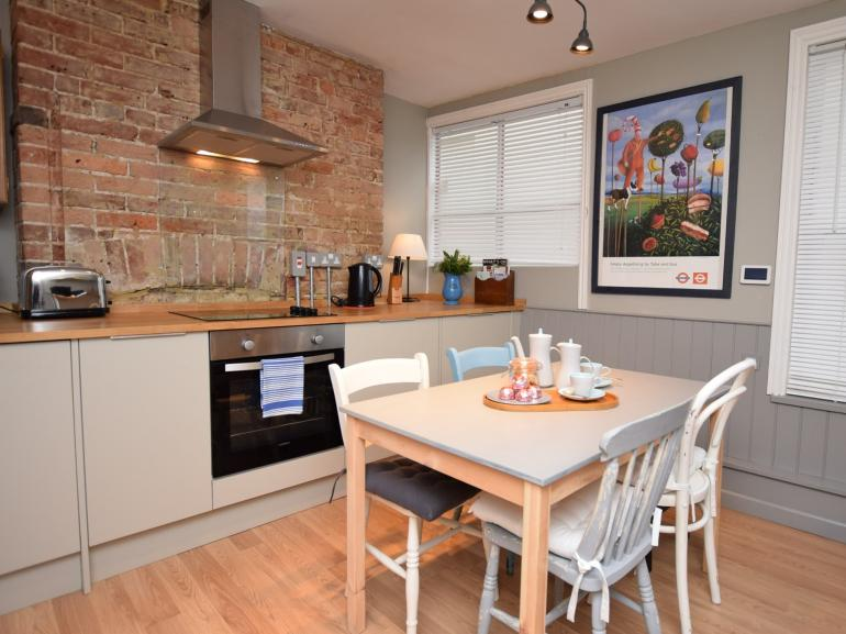 Stylish kitchen/diner with everything to hand