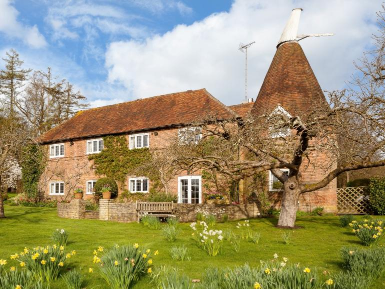 Beautiful Oast House set in stunning grounds