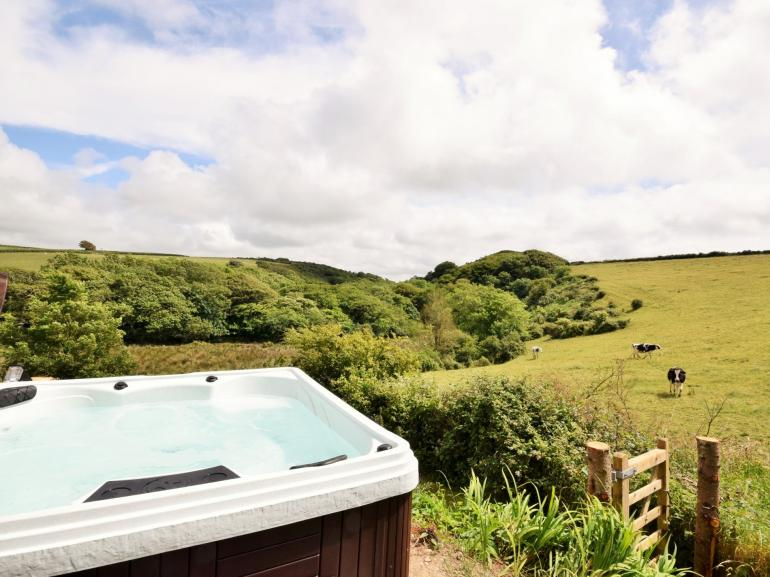 Far reaching countryside views from the private hot tub