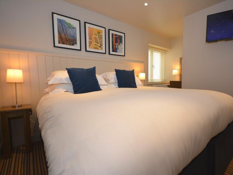 King-size master bedroom with en-suite shower room