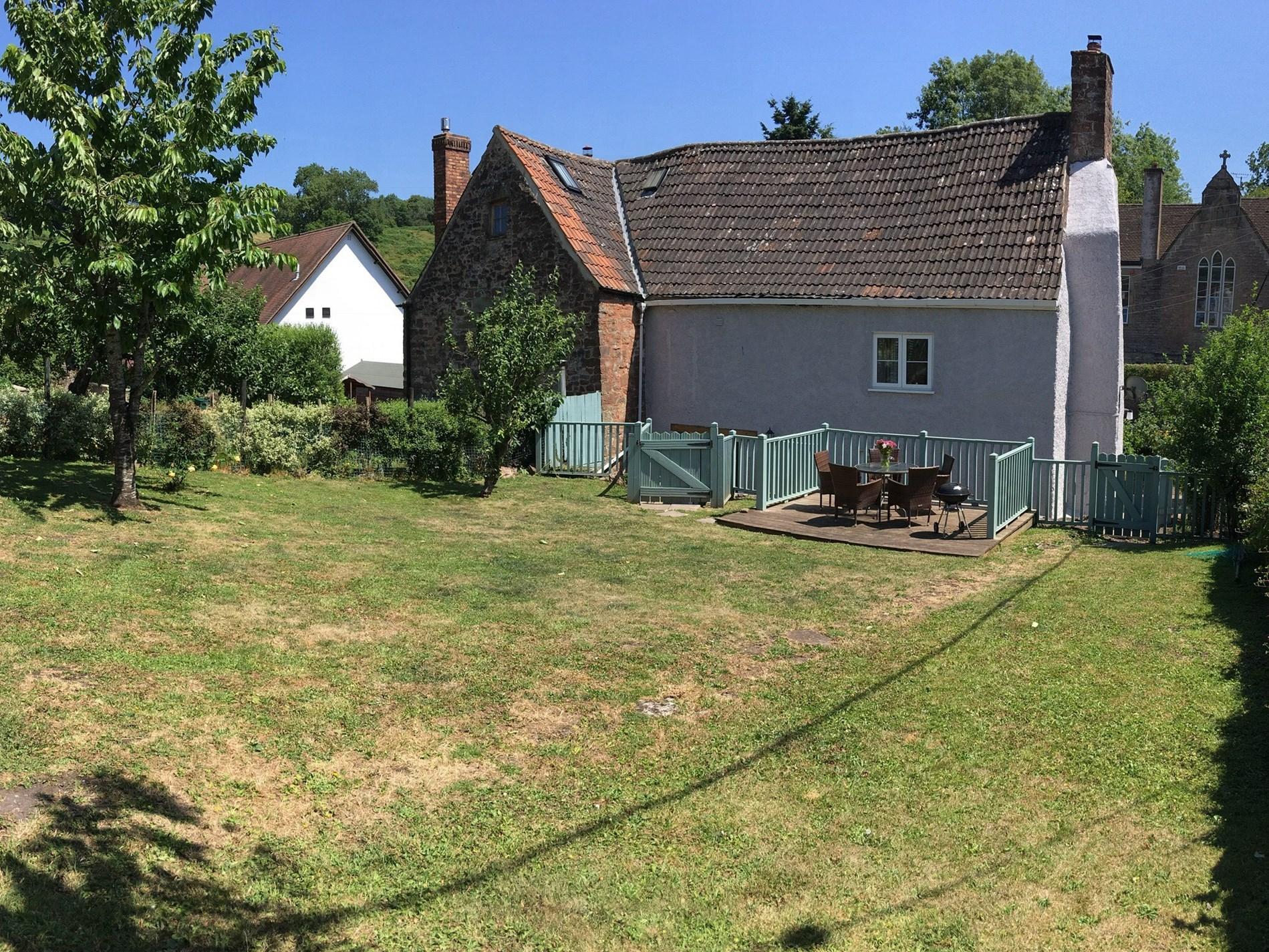 Spacious garden for all to enjoy