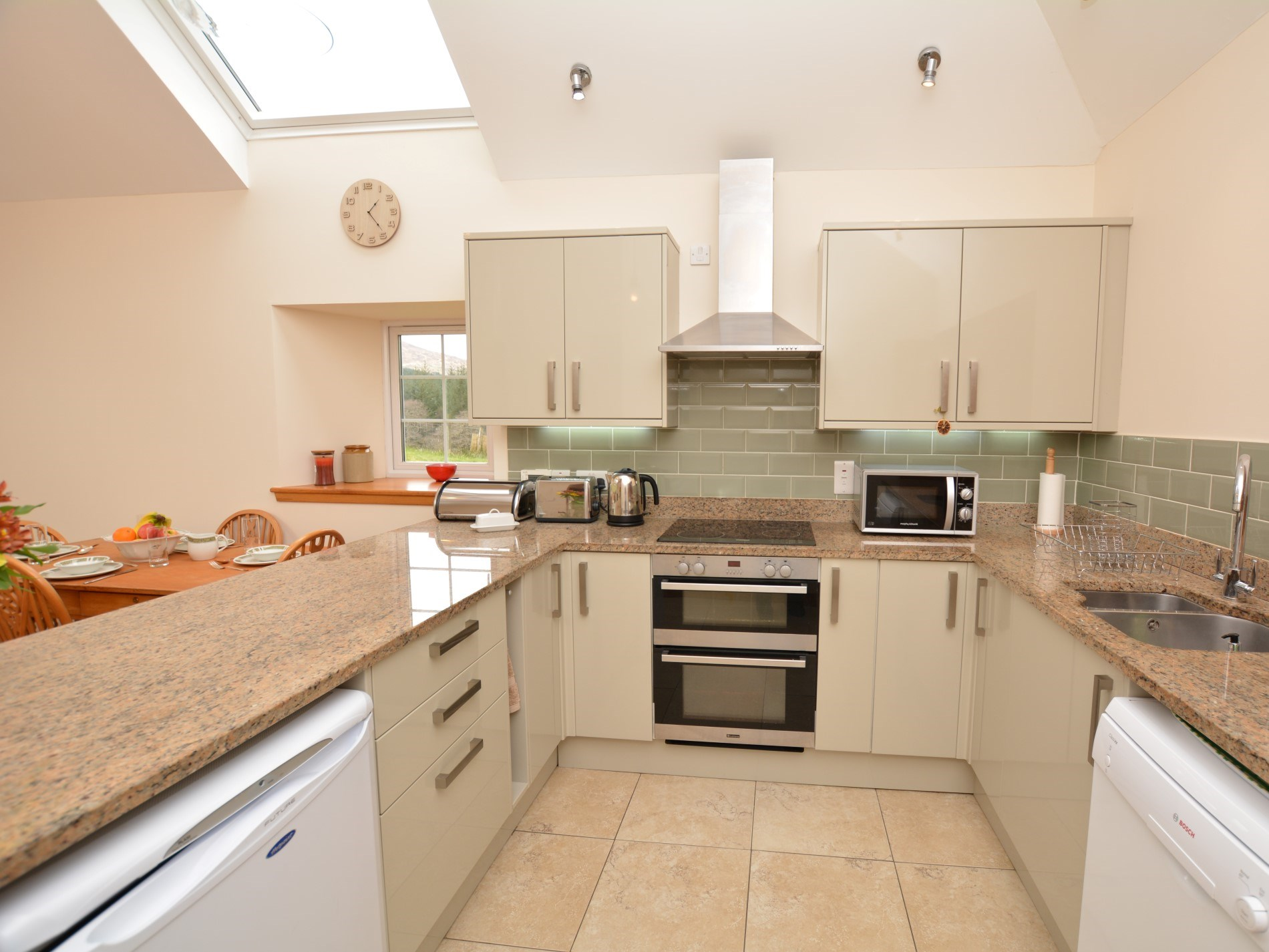 Well-equipped kitchen, perfect for cooking up a storm