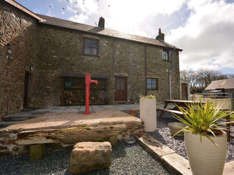 Semi-detached farmhouse close to the coast