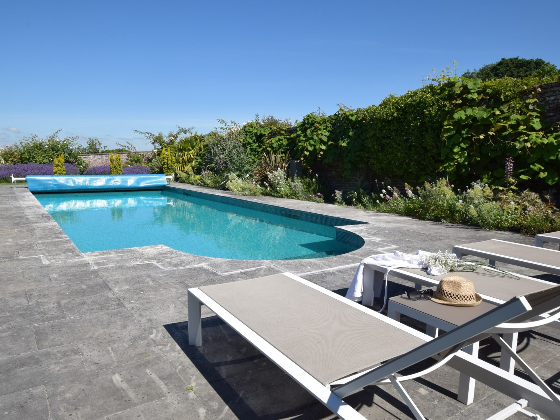 Access to owner's outdoor pool on request at this Kent coach house