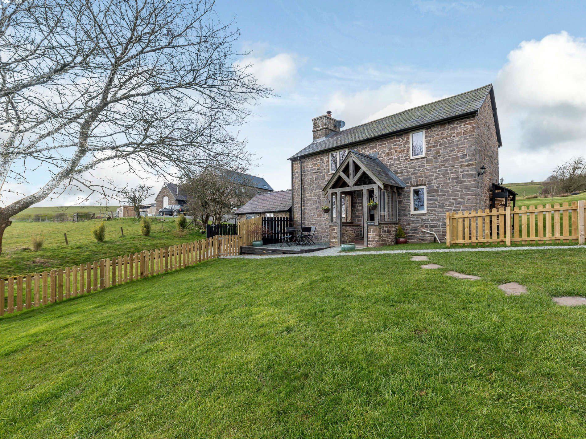 1 Bedroom Cottage in Knighton, Heart of England