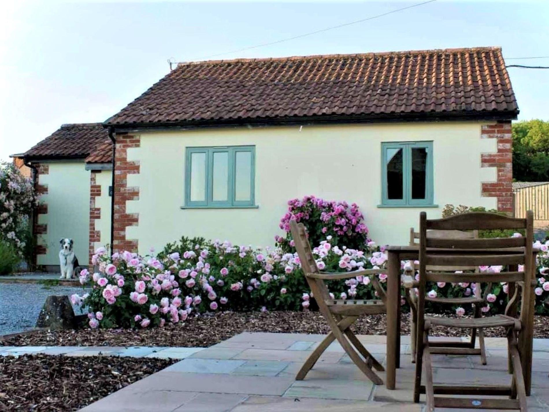 2 Bedroom Cottage in Warminster, Dorset and Somerset