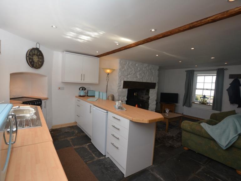 Open-plan lounge/kitchen, close to the sea