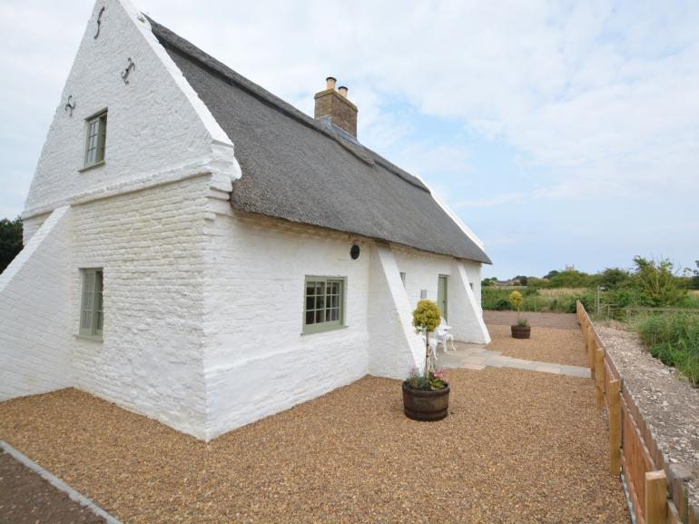 Stunning thatched cottage with bags of character and beautiful styling