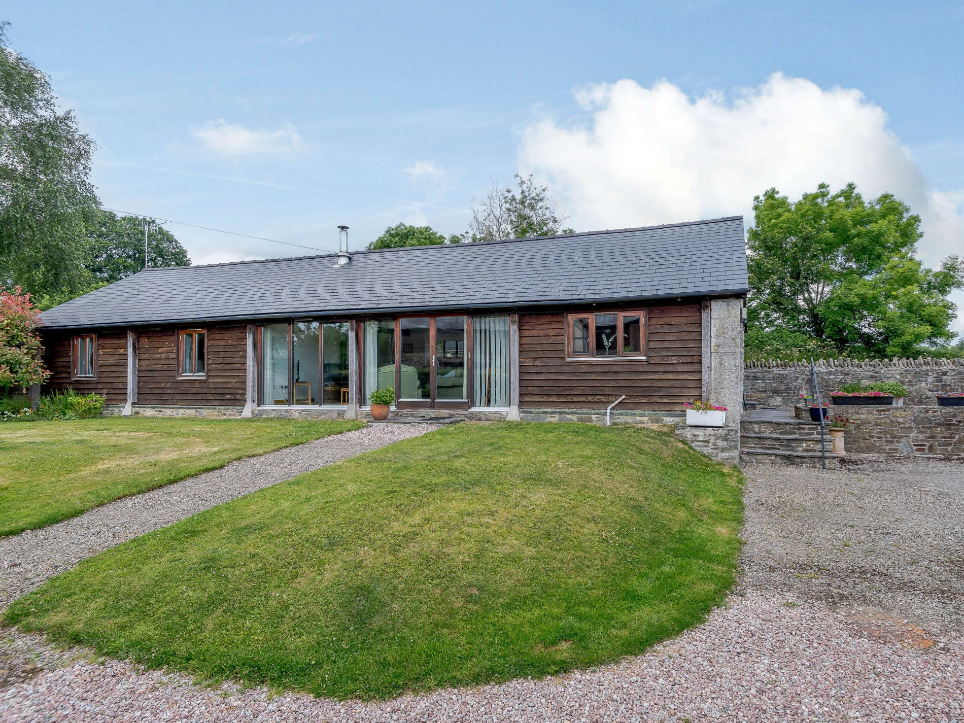 2 Bedroom Barn in Mid Wales, Pembrokeshire and the South