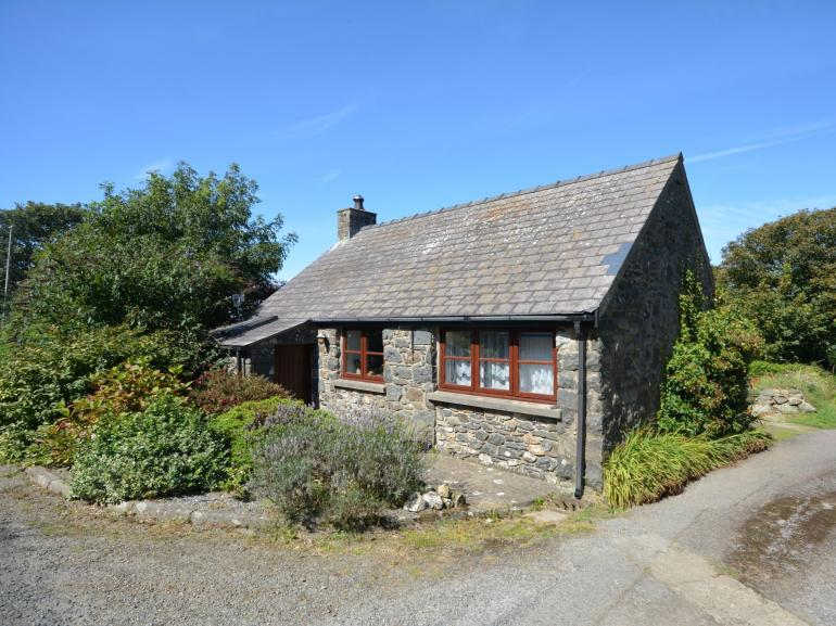 Idyllic detached coastal cottage, perfect at any time of the year