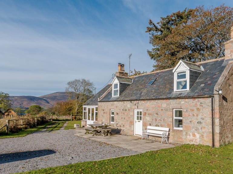 Charming cottage with fully enclosed gardens and views over the Cairngorms