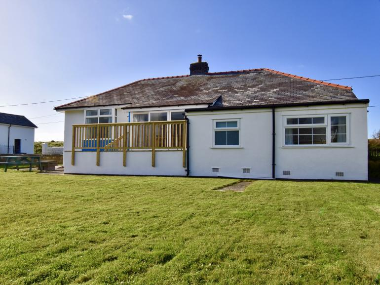Lovely coastal property with spacious garden area