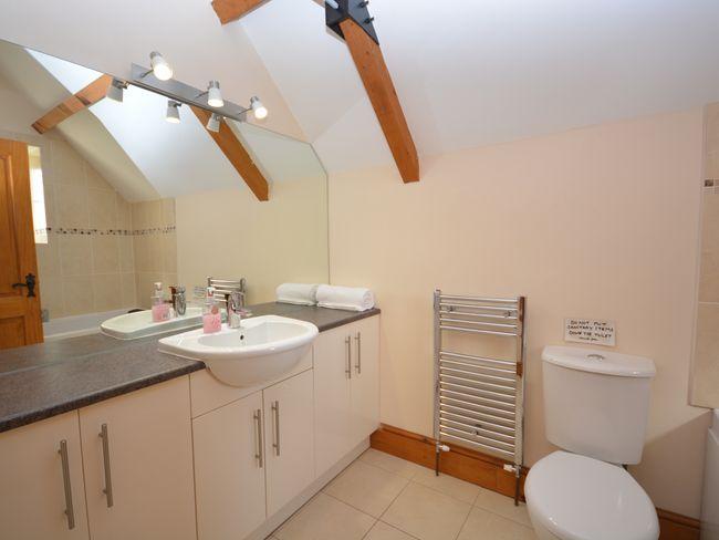 En-suite bathroom with shower over bath