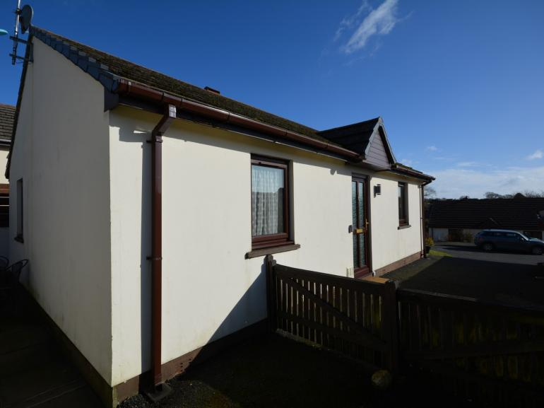 A neat detached bungalow close to the coast with bags of parking
