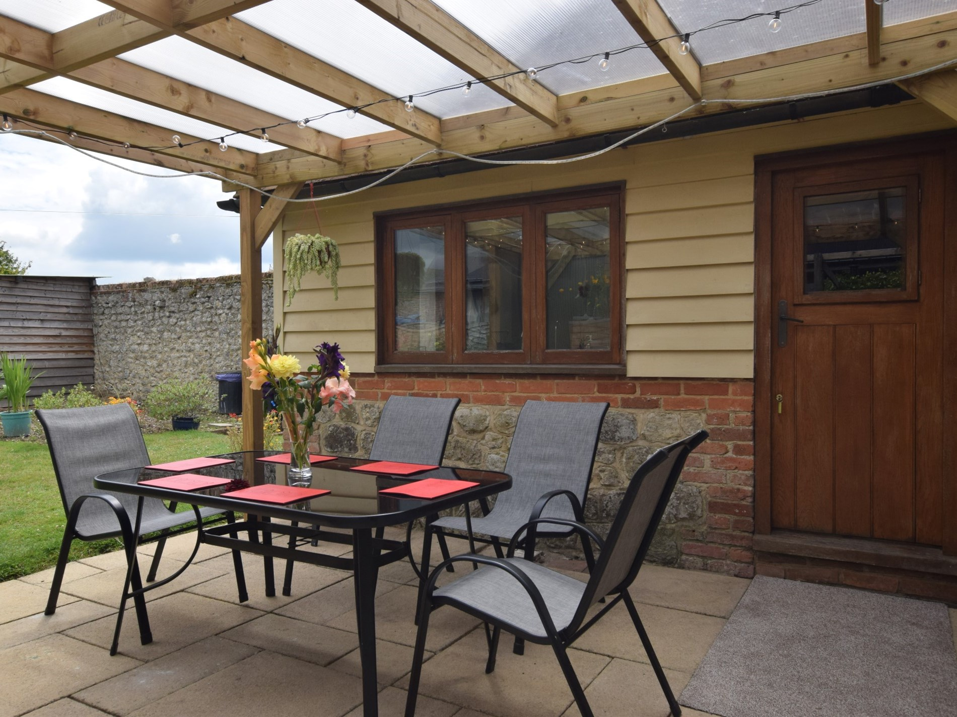 3 Bedroom Cottage in Ashford, South of England