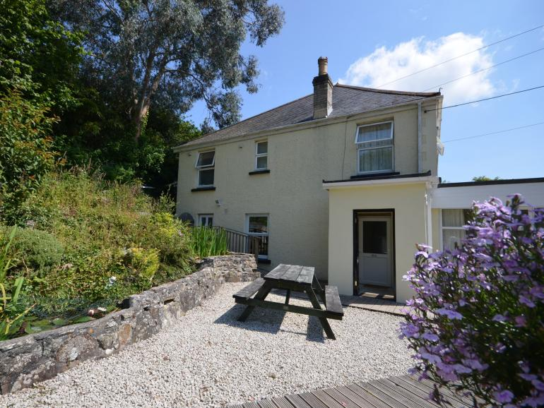 View towards the property with gravelled area and garden furniture