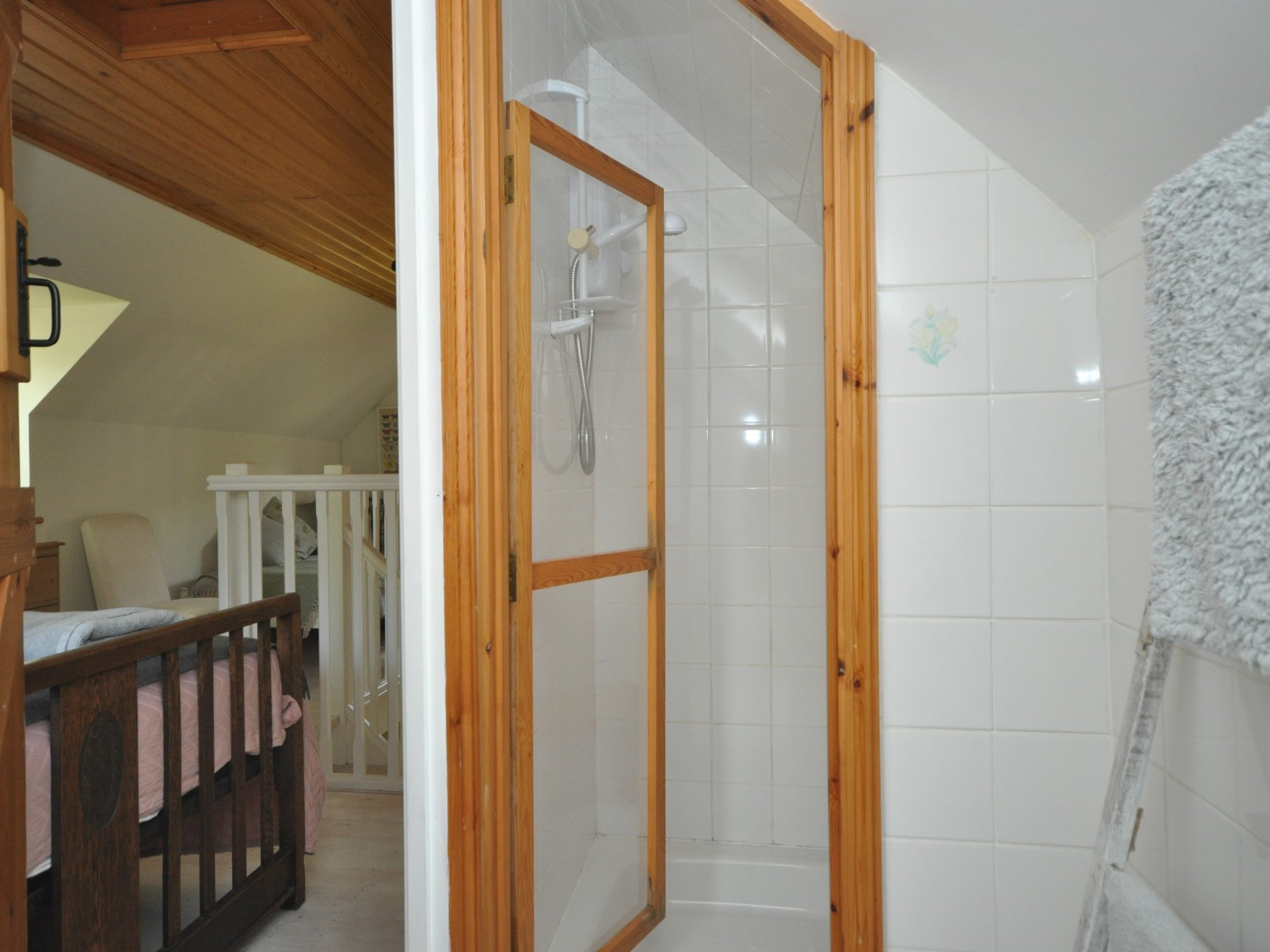 The en-suite shower tucked into the eaves