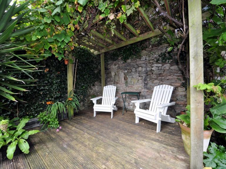 Tropical style decked garden