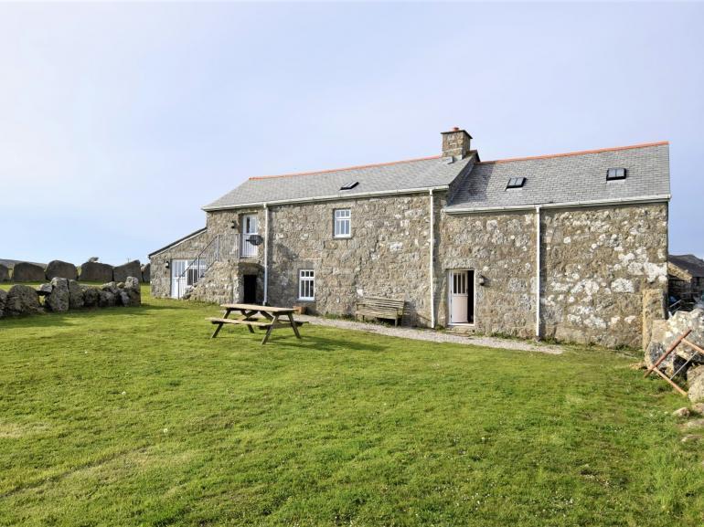 Impressive traditional farmhouse property