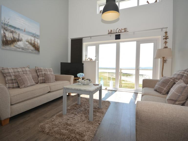 Beautiful apartment with unbroken sea views and balcony