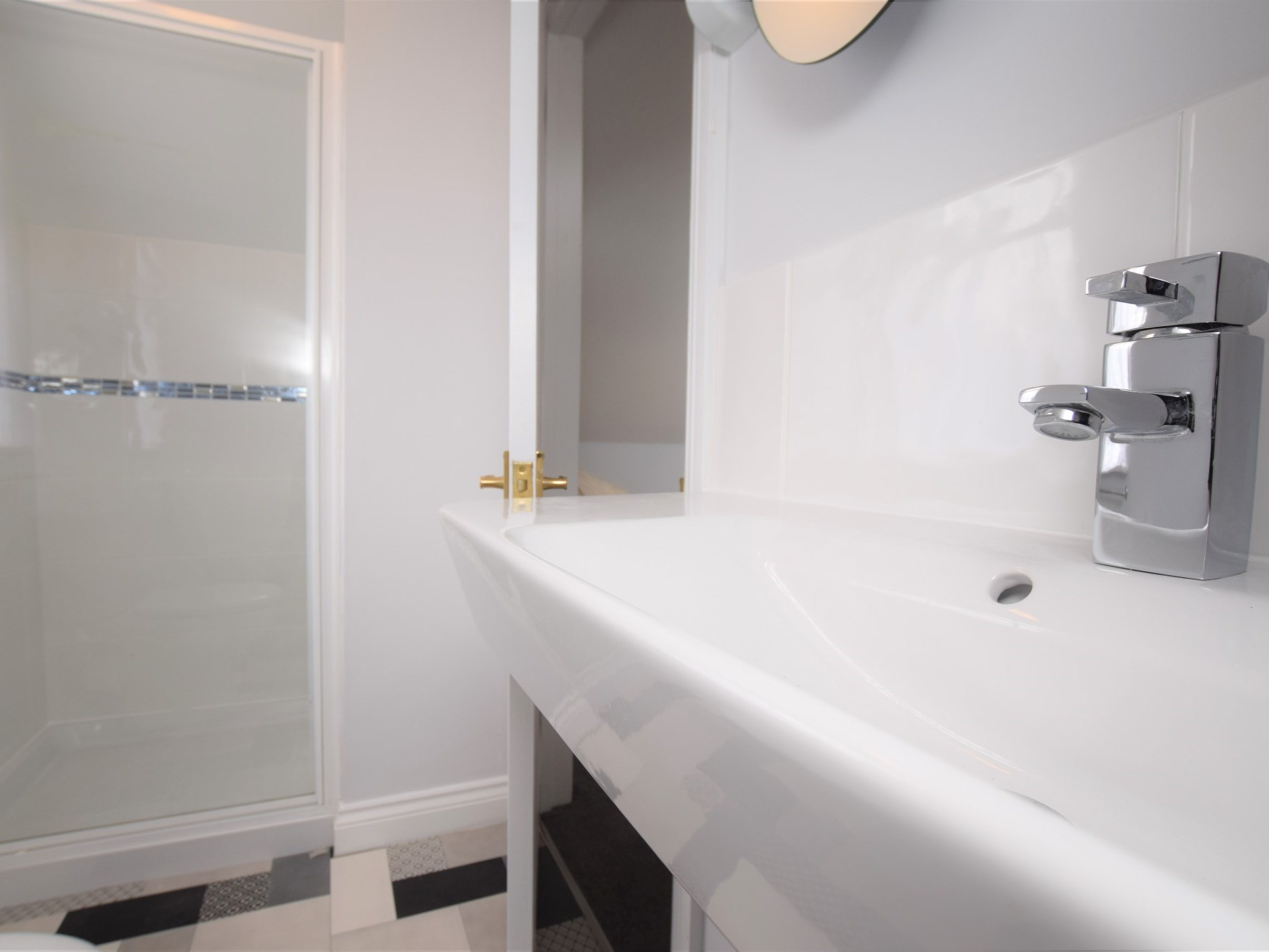 The contemporary shower room