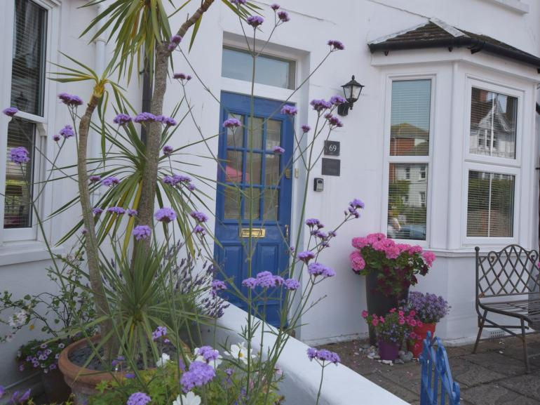 Beautifully presented cottage in seaside location