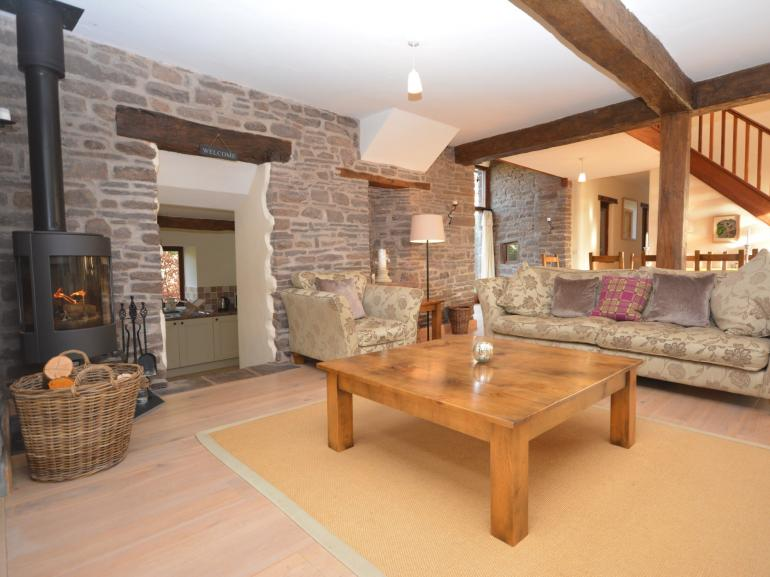 Stunning detached barn set in beautiful Brecon Beacons