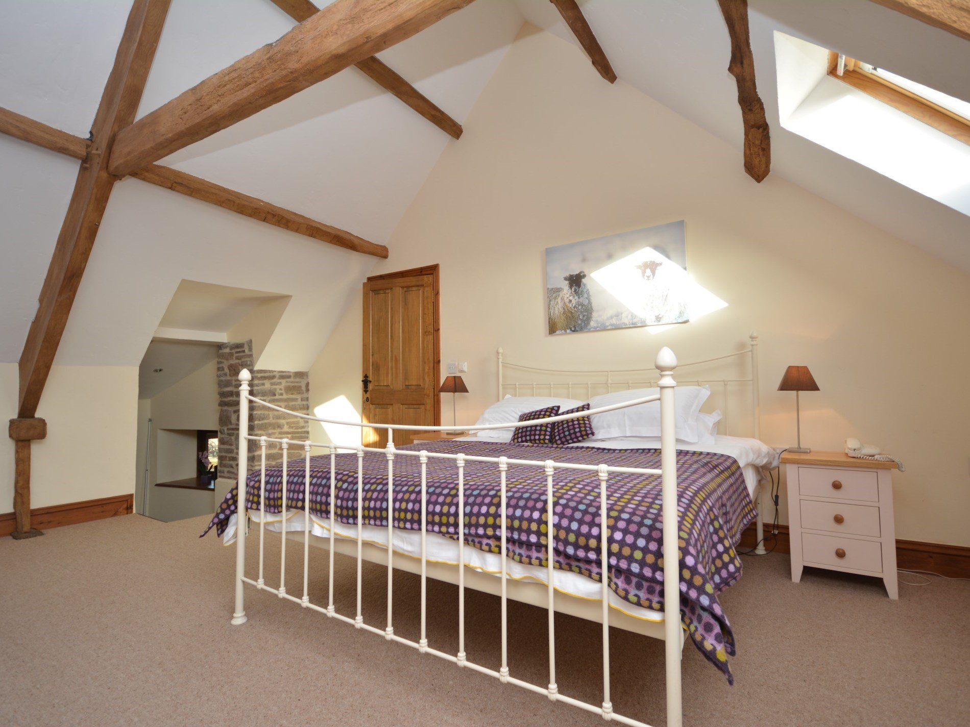 6 Bedroom Cottage in Abergavenny, Mid Wales