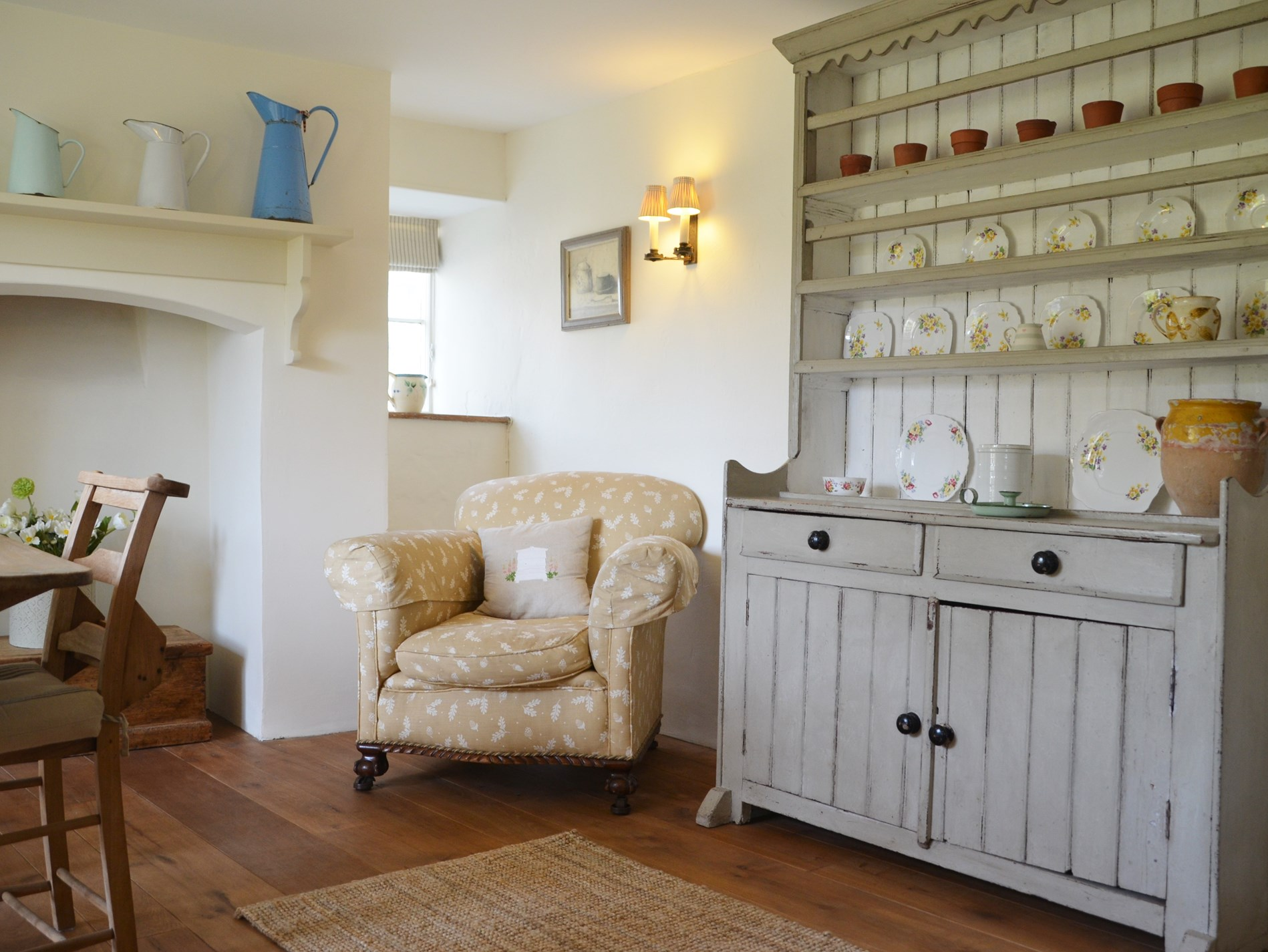 A traditional dresser finishes the room perfectly
