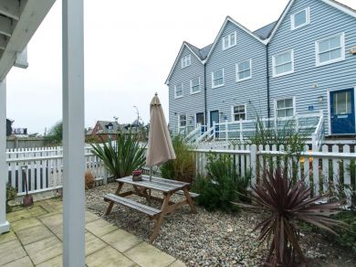 Pebble Beach Cottage - Whitstable (WCC11)