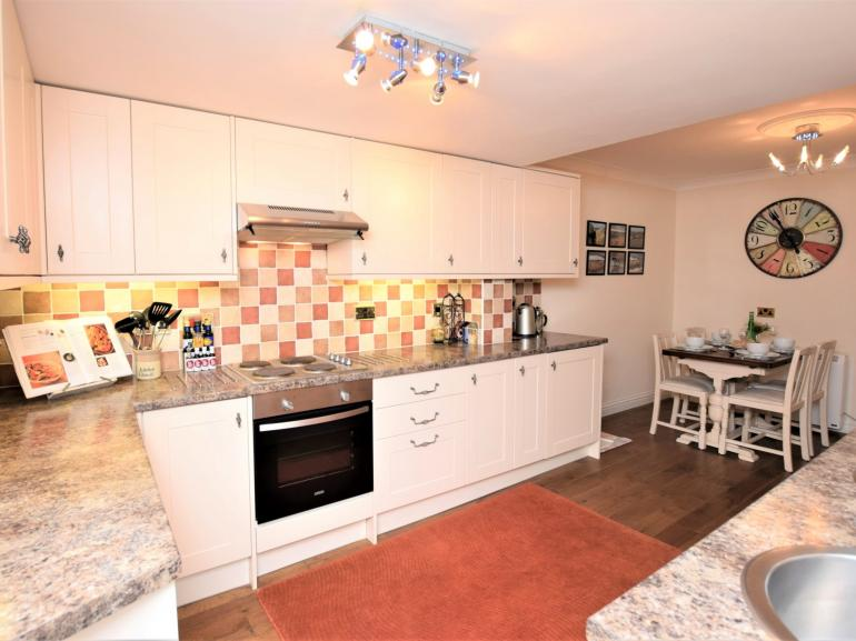 Charming cottage just metres from the sandy beach