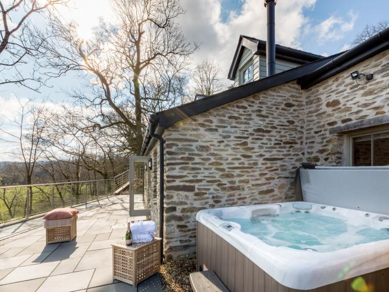 A stunning detached cottage with private hot tub