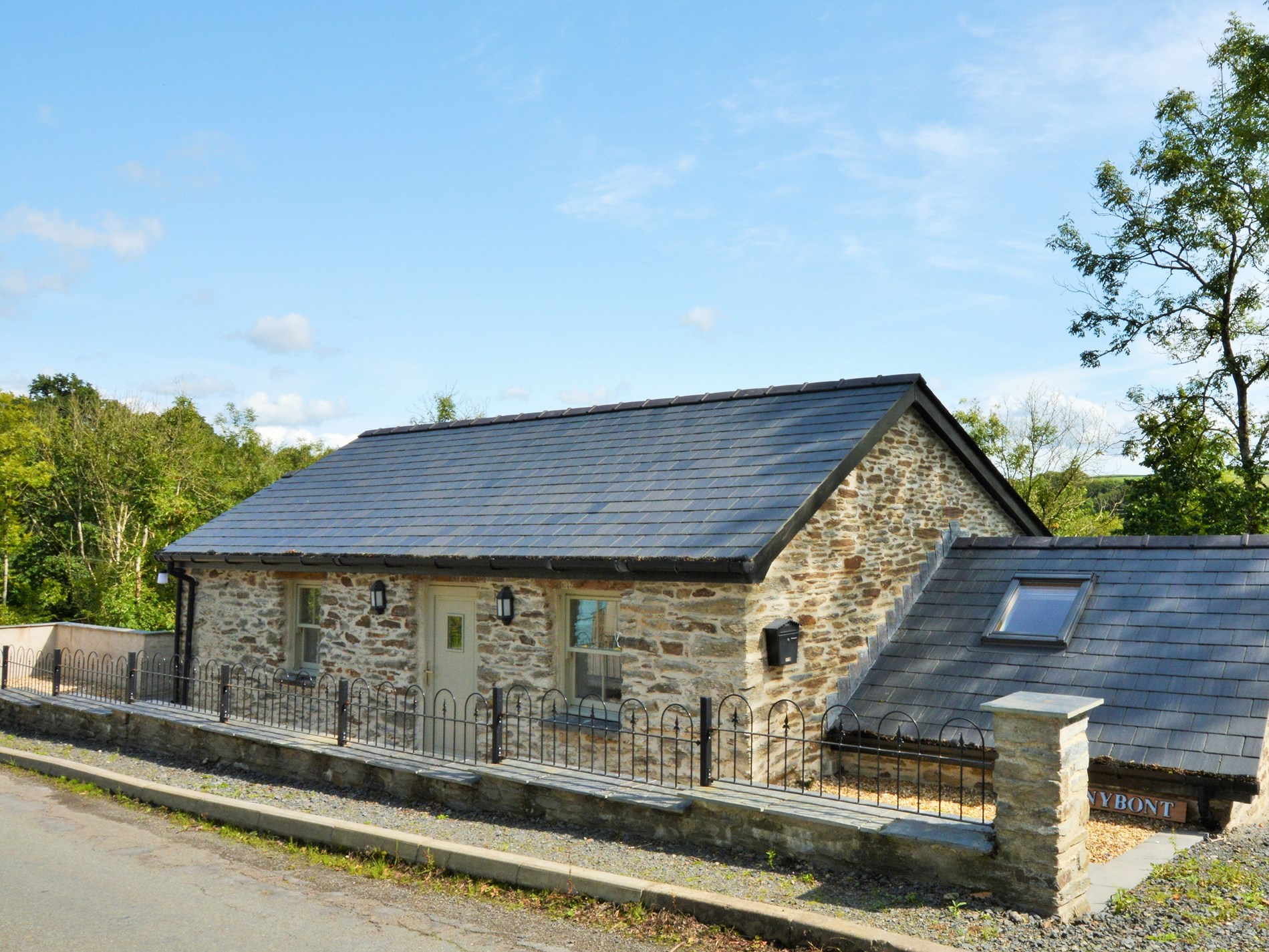 3 Bedroom Cottage in Llandysul, Mid Wales