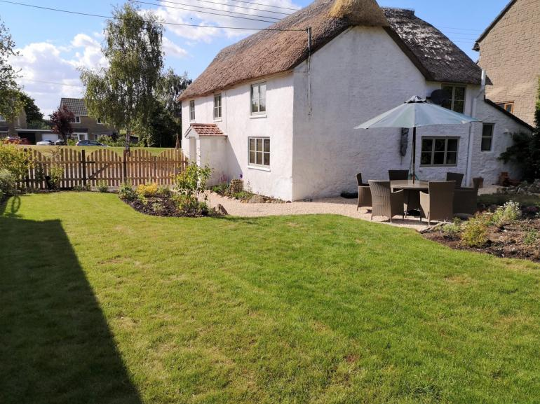 Pretty thatched cottage with enclosed garden