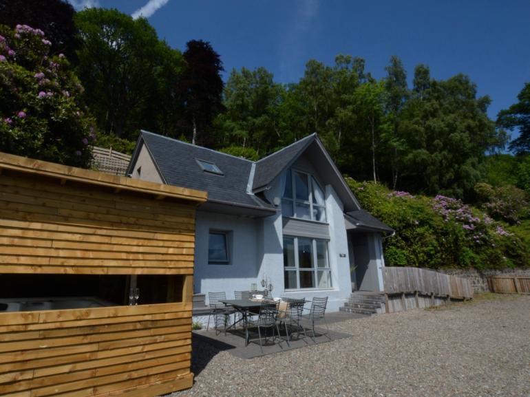 Stylish property with quirky housed hot tub and magnificent Loch Earn Views