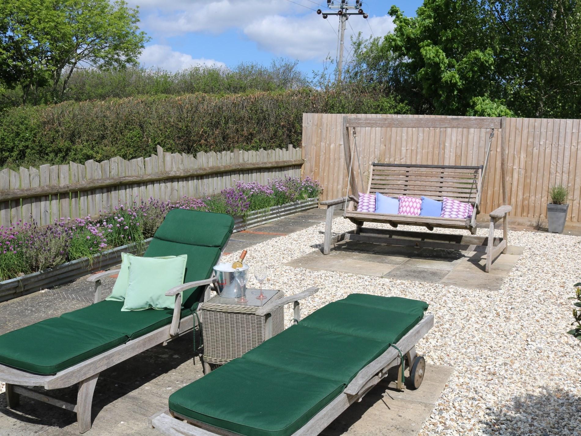 Enclosed garden area to enjoy the sun and fresh air