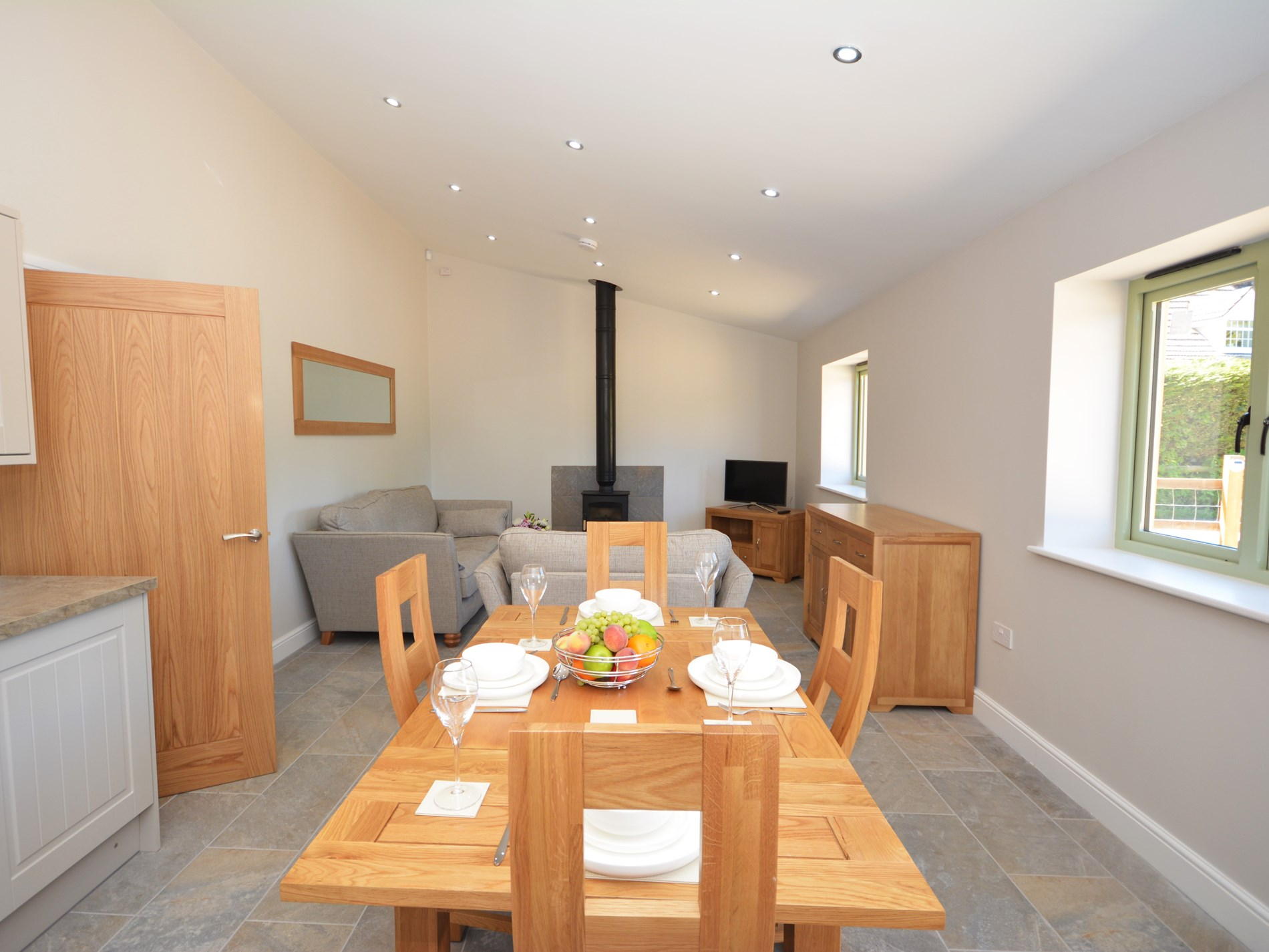 2 Bedroom Cottage in Pontypool, Pembrokeshire and the South