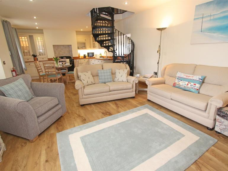 Beautifully presented open plan lounge, kitchen and dining areas